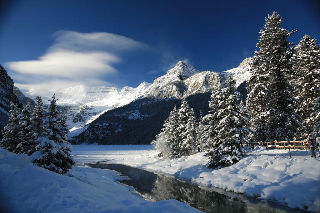 Lake-louise-winter-wonderland
